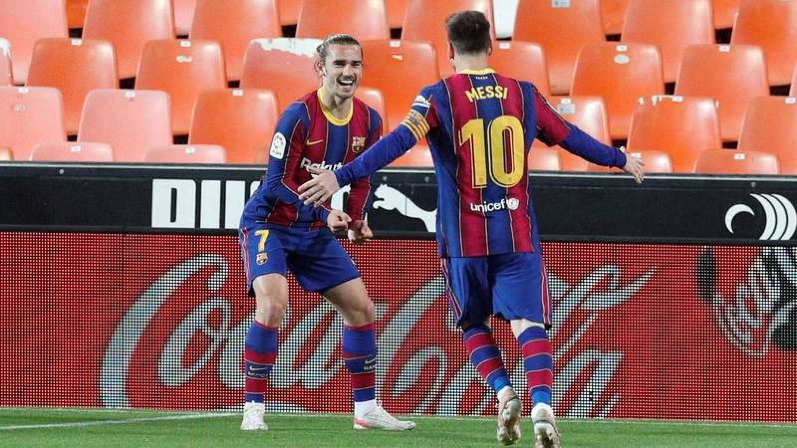 Valencia 2 – 3 Barcelona: Spectacular Messi helps Barca to stay in the title race