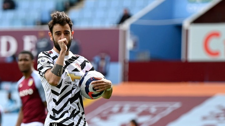 Bruno Fernandes Receives Manchester United Player Of The Year Award
